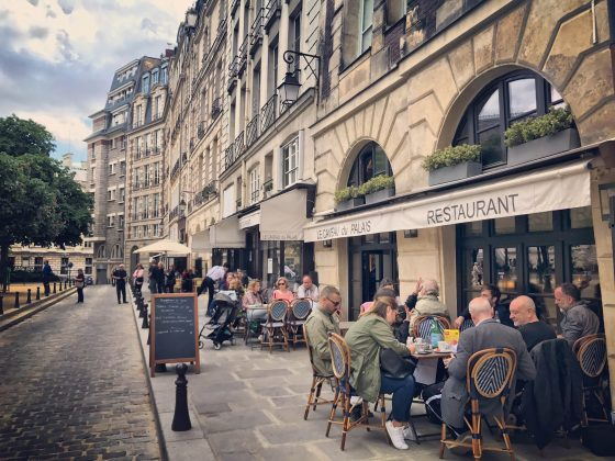 Terrasses de restaurants pour la reouverture au deconfinement